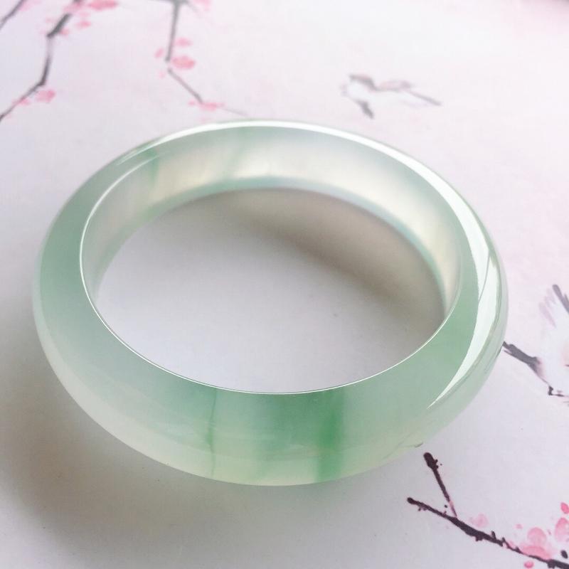 正圈56.6mm ,冰润飘花正圈手镯,底子细腻冰润,起光起胶,晶莹通透,清爽底飘抹抹花色,清新灵动,