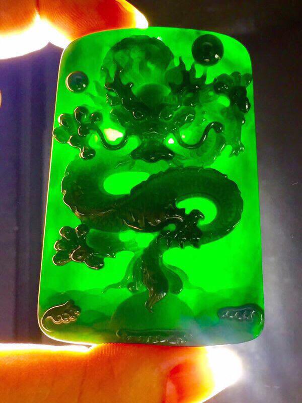 墨翠:【腾龙四海】完美无裂纹,细腻干净,黑度好,性价比高,雕工精湛,打灯透绿