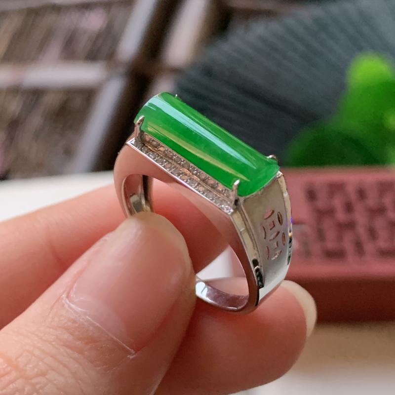 天然翡翠A货-满绿18K金镶嵌马鞍戒指_种好,玉质细腻,水头饱满,形体漂亮,水润精致,上手效果佳,尺
