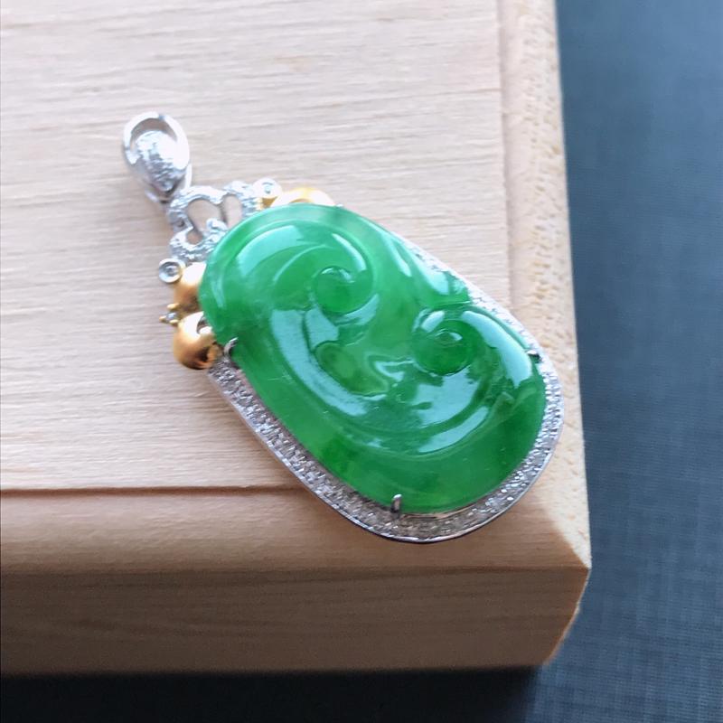 天然翡翠A货18K金镶嵌伴钻细糯种飘绿精美如意吊坠,含金尺寸36.7-17