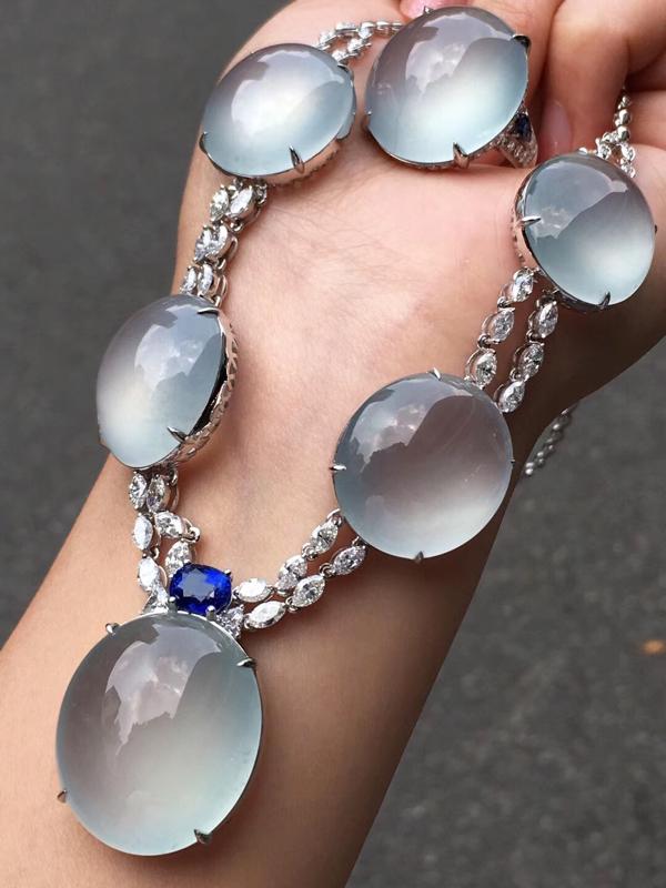 茅台级别玻璃种巨蛋项链,收藏传承,完美无瑕纯净无棉,戒指侧面一丝水线不影响。戒指15.36克,项链5