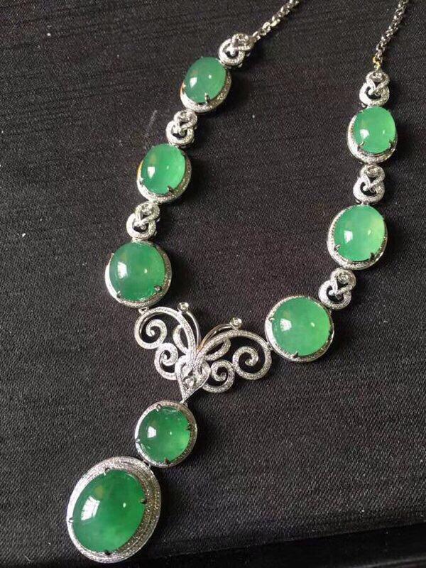 鸽子蛋项链,绿蛋冰种淡阳绿深艳绿色,颗颗完美无裂纹,饱满起光,千万别错过哦!重金满钻,裸石