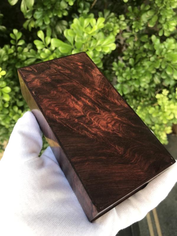 海南黄花梨紫油梨 盒子 满水波纹 线条清晰流畅 底色干净整洁 长135mm 宽70mm 高38mm