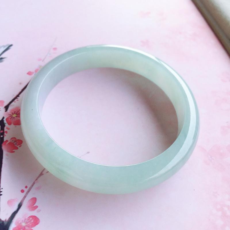 正圈54mm,糯种浅绿正圈手镯,玉质细腻,色泽清新淡雅
