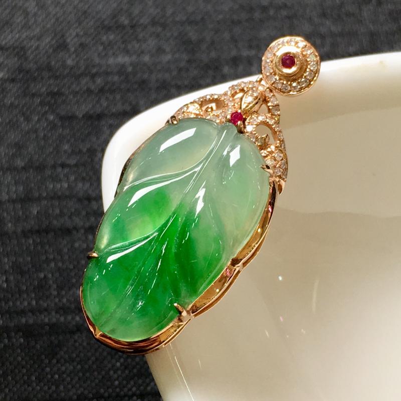 飘绿叶子吊坠,18K金伴钻,水润饱满,颜色清爽,佩戴精美,性价比高