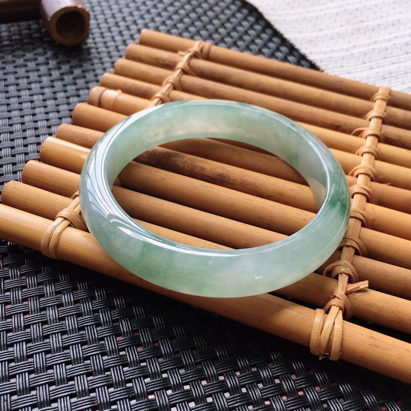 翡翠手镯内径58.8、天然A货翡翠飘绿手镯、种水好、水头细腻、无纹裂