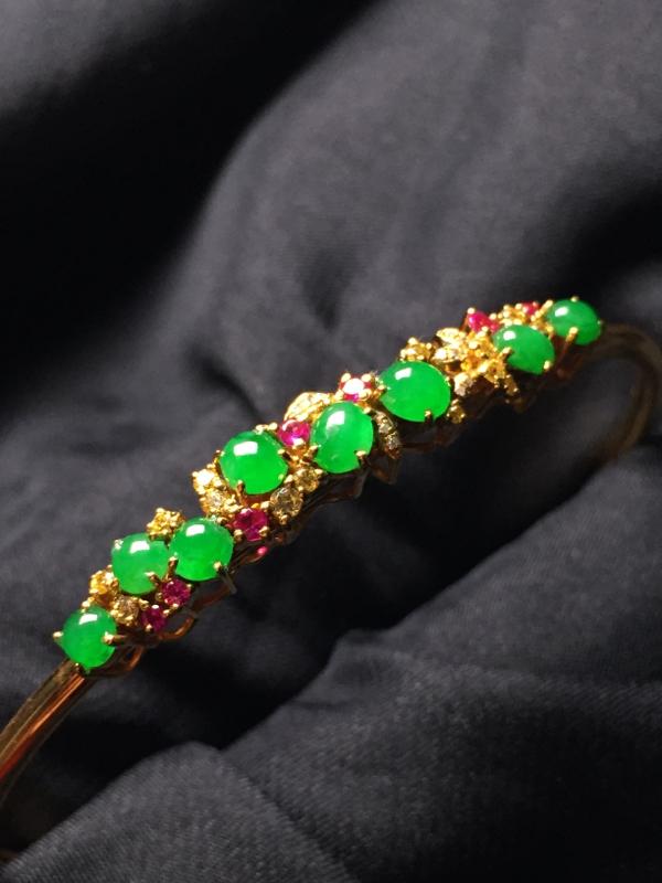 【翡翠A货,阳绿蛋面手环,18k真金真钻镶嵌,完美,种水超好,玉质细腻。】图7