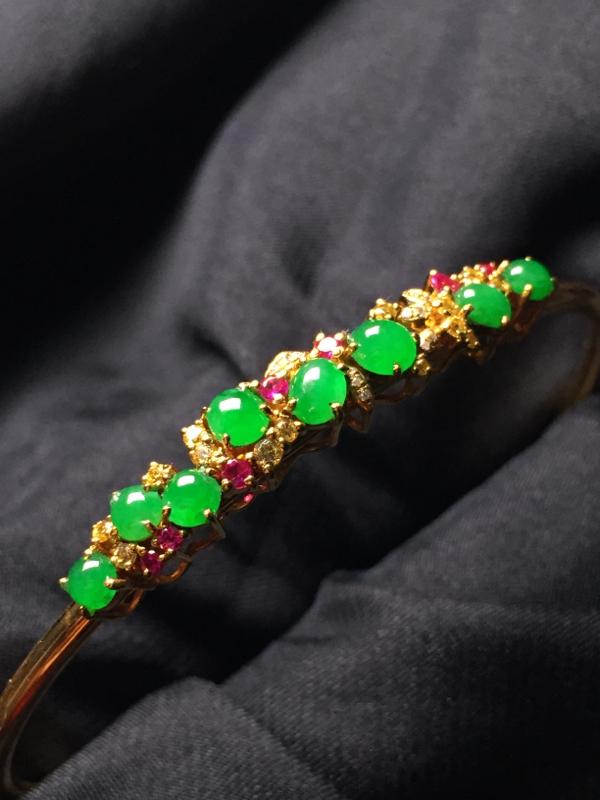 【翡翠A货,阳绿蛋面手环,18k真金真钻镶嵌,完美,种水超好,玉质细腻。】图5