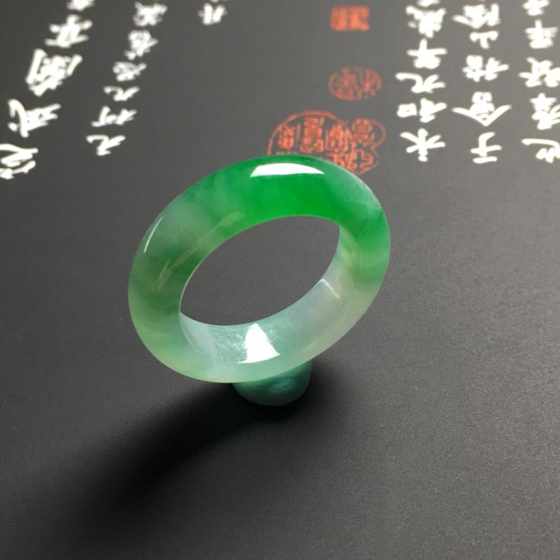 【糯化种带色指环 外径25宽6厚3.5毫米 内直径17.5毫米 水润通透 翠色艳丽】图6