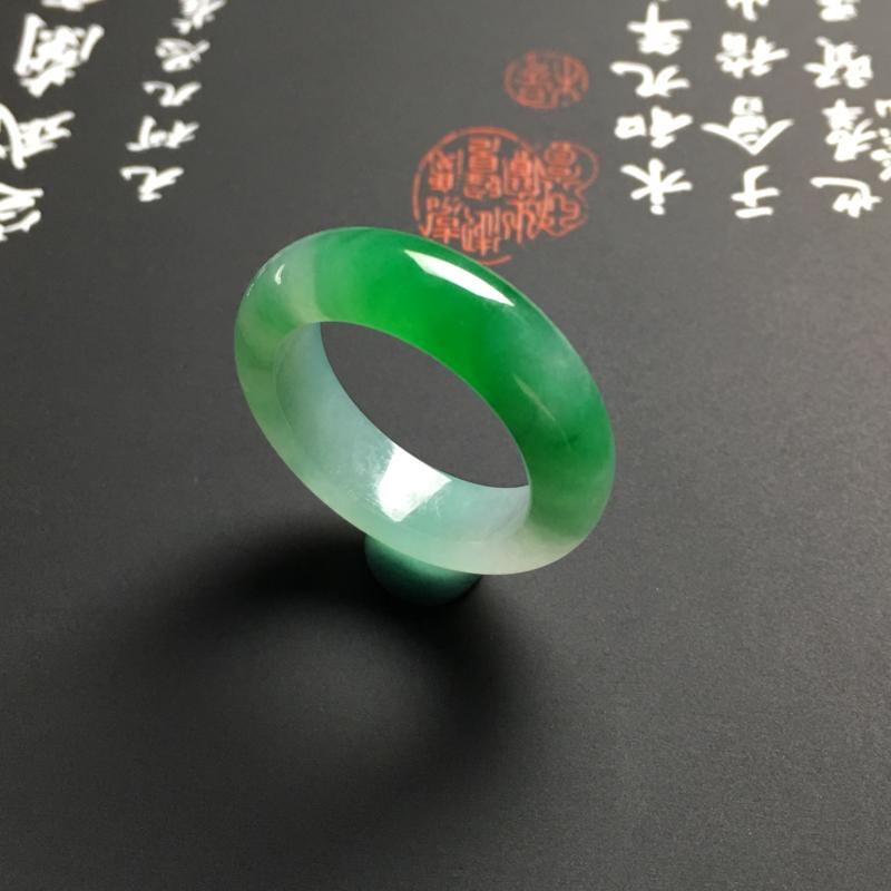 【糯化种带色指环 外径25宽6厚3.5毫米 内直径17.5毫米 水润通透 翠色艳丽】图4