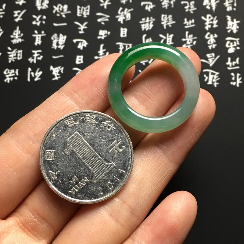 【糯化种带色指环 外径25宽6厚3.5毫米 内直径17.5毫米 水润通透 翠色艳丽】图7