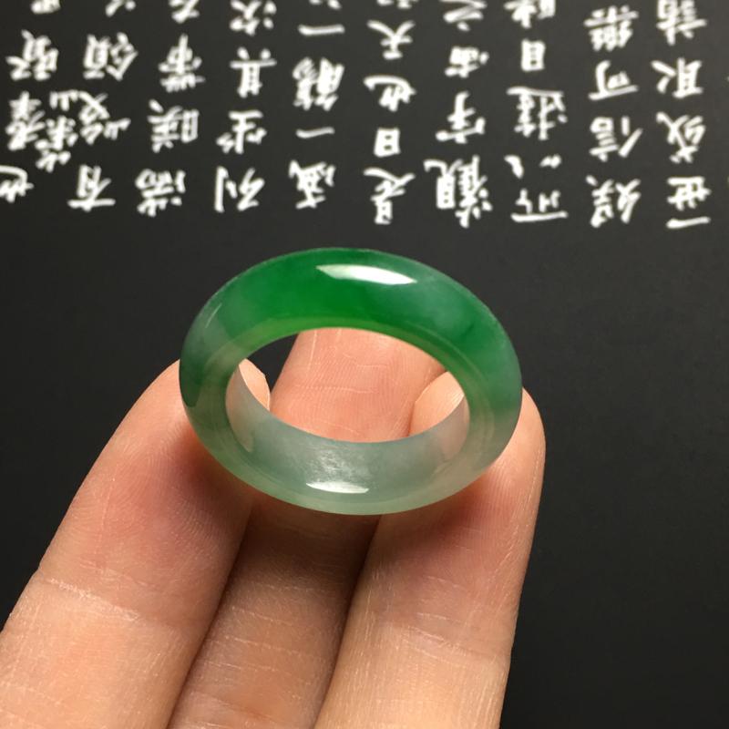 【糯化种带色指环 外径25宽6厚3.5毫米 内直径17.5毫米 水润通透 翠色艳丽】图8