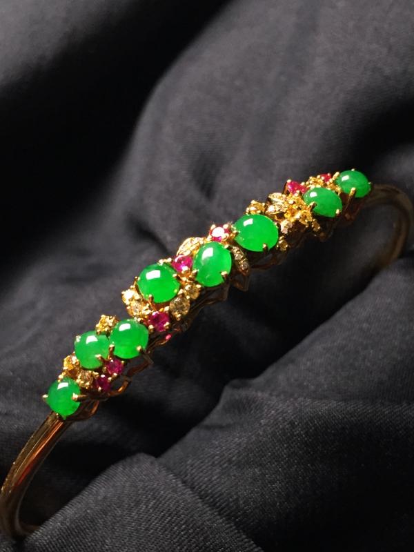 【翡翠A货,阳绿蛋面手环,18k真金真钻镶嵌,完美,种水超好,玉质细腻。】图6
