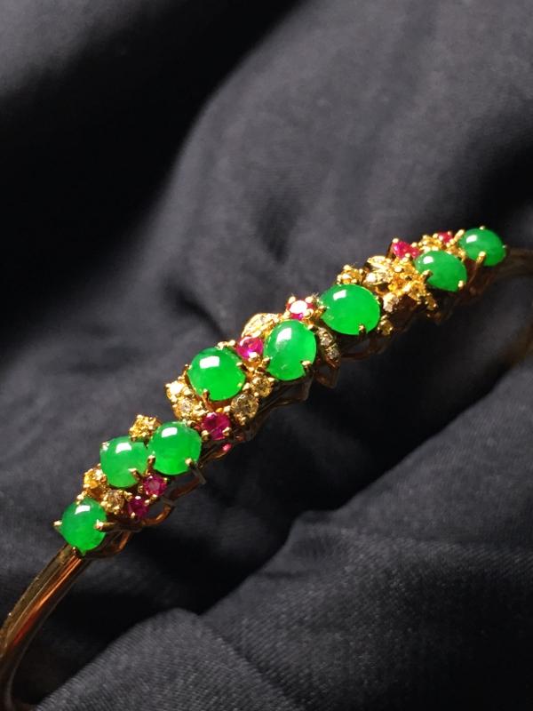 【翡翠A货,阳绿蛋面手环,18k真金真钻镶嵌,完美,种水超好,玉质细腻。】图4