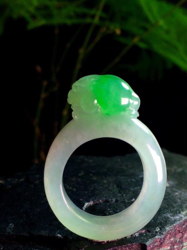 【绿花招财貔貅圈戒,38-28.2-9mm,内径19.2mm,20#,有种有水头】图3