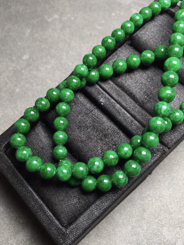 【冰辣绿珠链,色辣圆润,完美度九十五乆上尺寸5.3mm、6mm、93颗】图6
