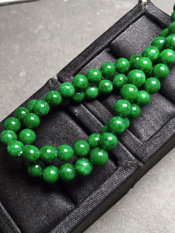 【冰辣绿珠链,色辣圆润,完美度九十五乆上尺寸5.3mm、6mm、93颗】图4