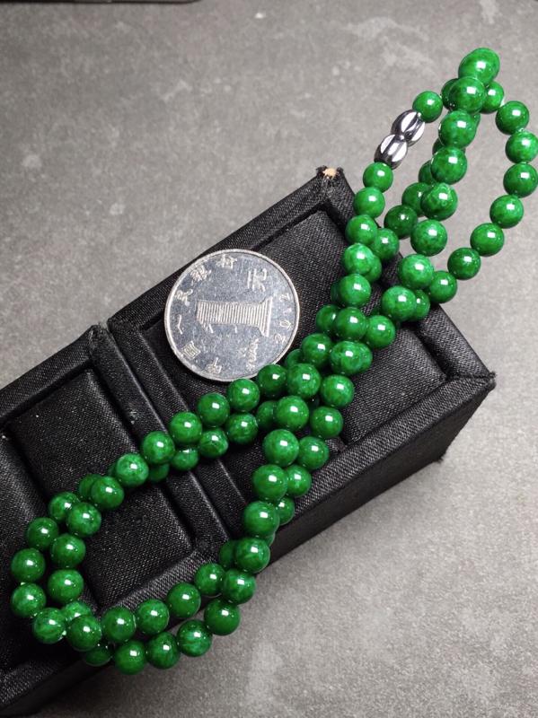 【冰辣绿珠链,色辣圆润,完美度九十五乆上尺寸5.3mm、6mm、93颗】图7