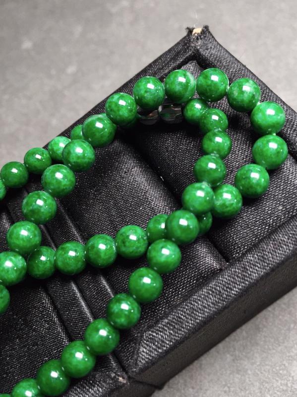 【冰辣绿珠链,色辣圆润,完美度九十五乆上尺寸5.3mm、6mm、93颗】图3