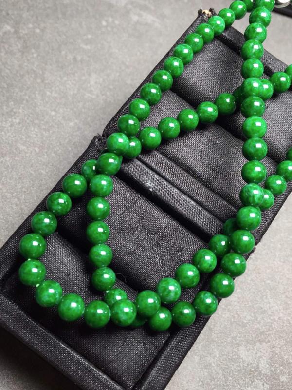【冰辣绿珠链,色辣圆润,完美度九十五乆上尺寸5.3mm、6mm、93颗】图5