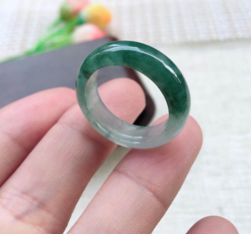【天然A货翡翠 【自然光拍摄】完美飘花戒指,玉质细腻,花色靓丽,佩戴效果优雅迷人!尺寸19*6.8*3.3mm 重4.54g】图11