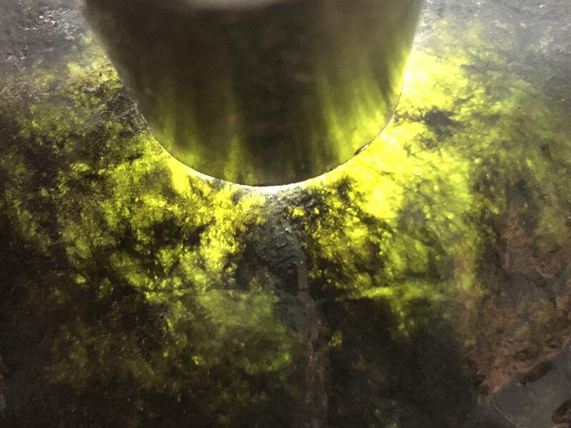 【👉 【名称】3.9kg莫湾基全赌料       【重量】3.9kg       【尺寸】170-120-100mm       【产地】缅甸新货翡翠原石       【描述】新货来袭!《免费切,免费盖手镯》莫湾基全赌料,种好压手皮壳完整紧致,灯下水长起荧光,喜欢的老板速来抢购H801】图3