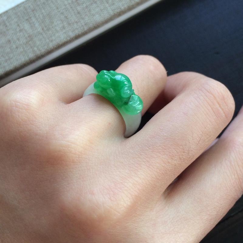 【精雕指环,圈号比较小,一抹绿意抢眼漂亮】图5