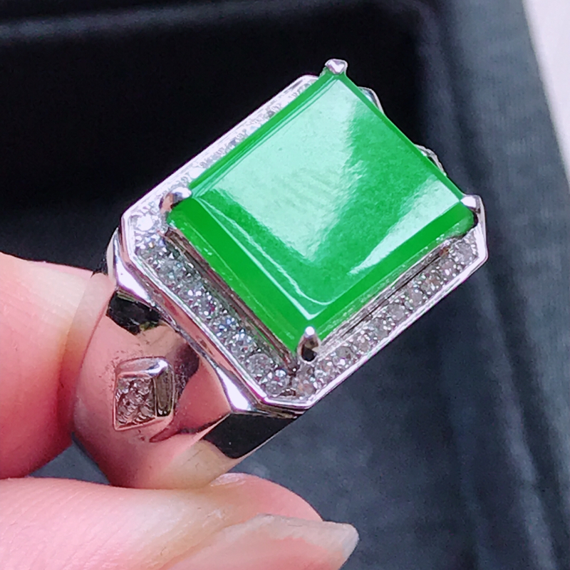 【1006,18k精雕完美好种满绿戒指,裸石尺寸 : 10.5*12*3/18.5,雕工精美,颜色漂亮,水润起光】图2