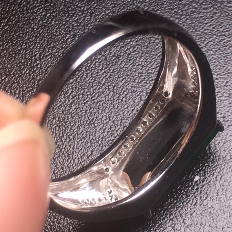 【翡翠A货,阳绿马鞍戒指,18k真金真钻镶嵌,完美,种水超好,玉质细腻。】图7