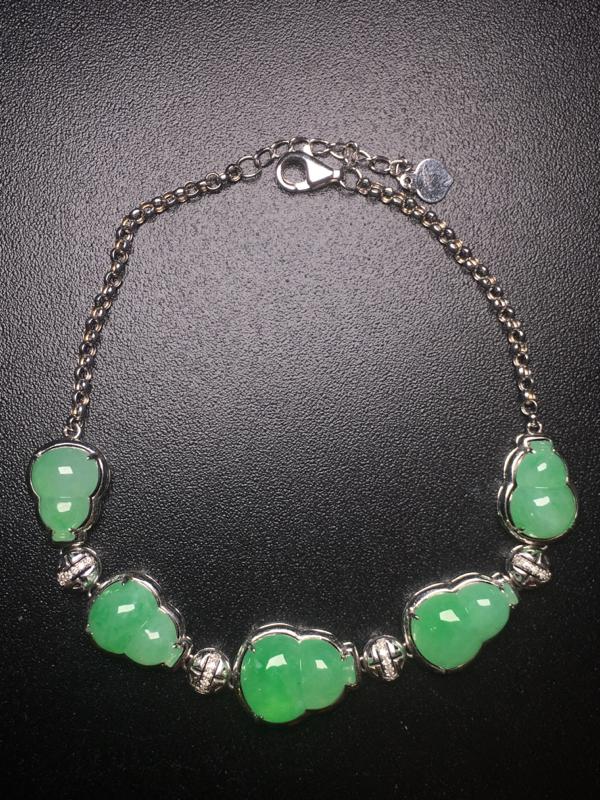 【翡翠A货,阳绿葫芦手链,18k真金真钻镶嵌,完美,种水超好,玉质细腻。】图4
