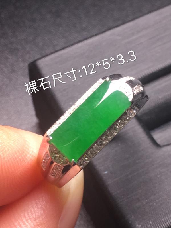 【翡翠A货,阳绿马鞍戒指,18k真金真钻镶嵌,完美,种水超好,玉质细腻。】图8
