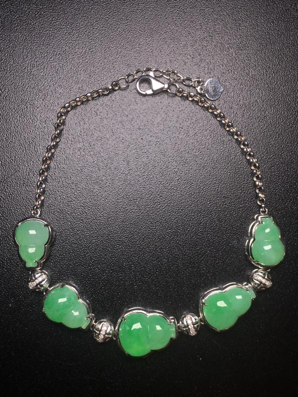【翡翠A货,阳绿葫芦手链,18k真金真钻镶嵌,完美,种水超好,玉质细腻。】图3
