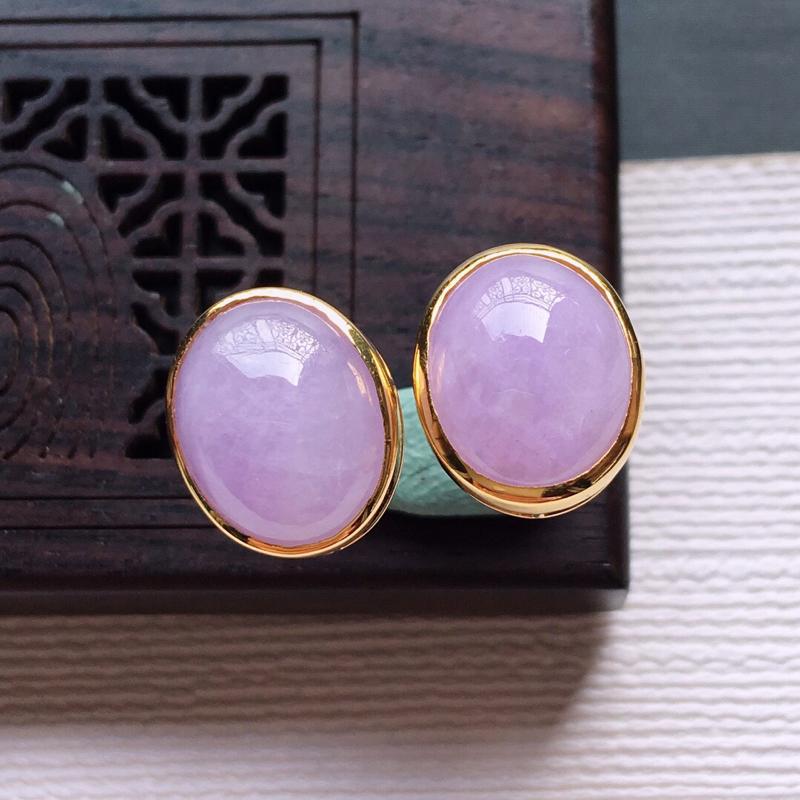 【18k金镶嵌紫罗兰蛋面耳钉一对,  料子细腻,雕工精美,颜色漂亮,  含金尺寸:11.7×9.8×5.7mm  裸石尺寸:10×8×4mm】图2