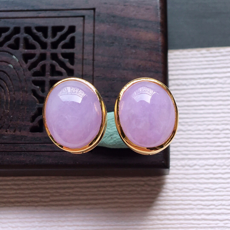 【18k金镶嵌紫罗兰蛋面耳钉一对,  料子细腻,雕工精美,颜色漂亮,  含金尺寸:11.7×9.8×5.7mm  裸石尺寸:10×8×4mm】图5