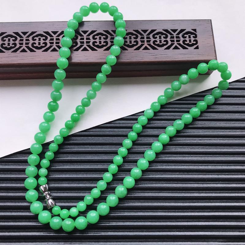 【天然翡翠A货细糯种满绿精美圆珠项链,尺寸6.3mm,玉质细腻,种水好 胶感十足,底色漂亮,上身效果漂亮】图2