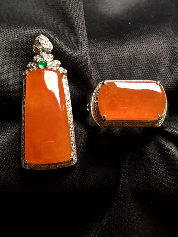 【翡翠A货,黄翡套装 无事牌吊坠🈴️马鞍戒指,18k金伴钻镶嵌,完美,种水超好,性价比高。】图2
