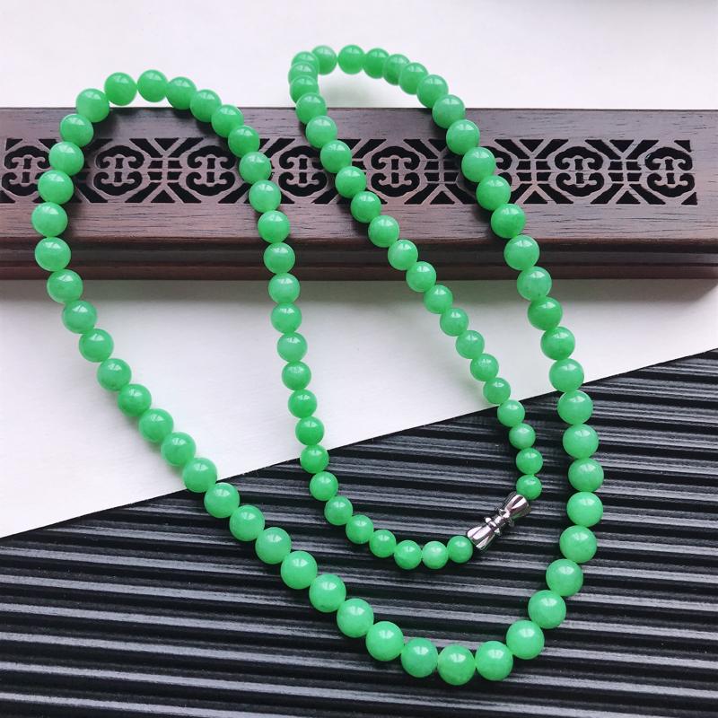 【天然翡翠A货细糯种满绿精美圆珠项链,尺寸6.3mm,玉质细腻,种水好 胶感十足,底色漂亮,上身效果漂亮】图3