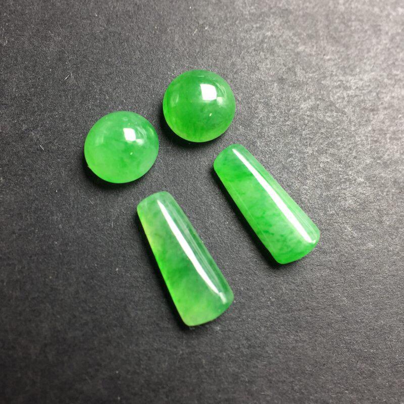 【❤️满绿裸石:种老水足,色泽漂亮,干净起光,圆润饱满,可镶嵌成一对耳钉或吊坠,自己DIY设计成就感满满,镶嵌效果翻翻。 尺寸:6.3--3.9  13.2--9.9--5.2   6.7--3.7   12.0--8.6--4.1】图3