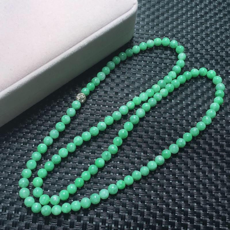 【缅甸翡翠圆珠项链,自然光实拍,颜色漂亮,玉质莹润,佩戴佳品,单颗尺寸:7.4mm,108颗,重70.21克】图5