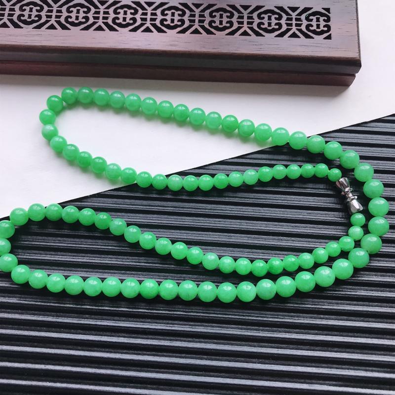 【天然翡翠A货细糯种满绿精美圆珠项链,尺寸6.3mm,玉质细腻,种水好 胶感十足,底色漂亮,上身效果漂亮】图5