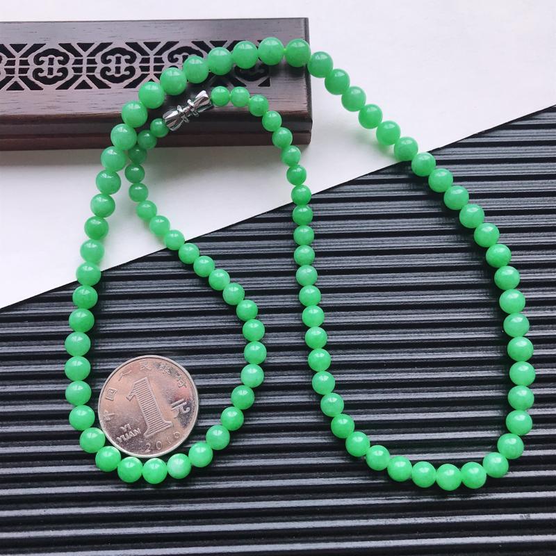 【天然翡翠A货细糯种满绿精美圆珠项链,尺寸6.3mm,玉质细腻,种水好 胶感十足,底色漂亮,上身效果漂亮】图6