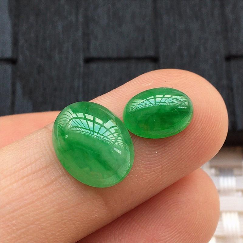 【缅甸a货翡翠,绿蛋面两个,玉质莹润,颜色漂亮,形体好 尺寸12*9.5*4.5。      9*7*3.5】图5