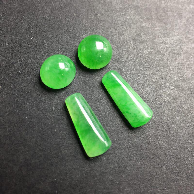 【❤️满绿裸石:种老水足,色泽漂亮,干净起光,圆润饱满,可镶嵌成一对耳钉或吊坠,自己DIY设计成就感满满,镶嵌效果翻翻。 尺寸:6.3--3.9  13.2--9.9--5.2   6.7--3.7   12.0--8.6--4.1】图4