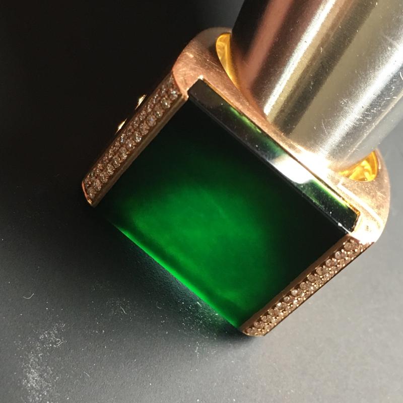 【【墨翠戒指】镶嵌豪华  打灯透绿  玉质细腻  款式精美  指圈20  裸石19-17-5毫米】图9
