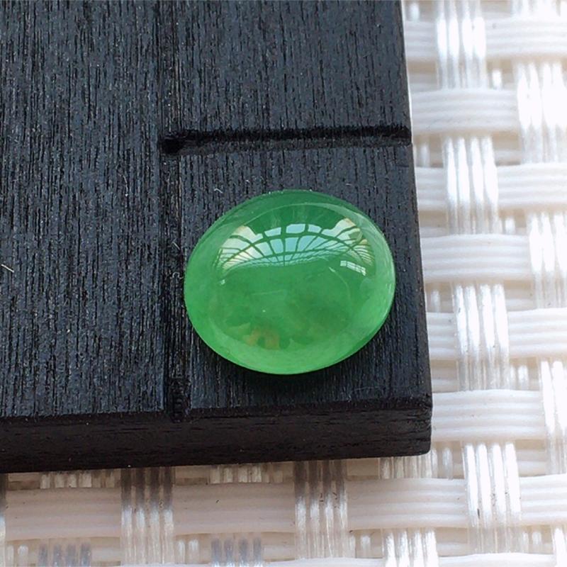 【缅甸a货翡翠满绿蛋面,玉质莹润,颜色漂亮,形体好】图2