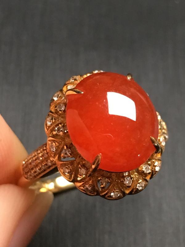 【翡翠A货,红翡蛋面戒指,18k金伴钻镶嵌,完美,种水超好,性价比高。整体尺寸:14.7*13.2*9.8】图3