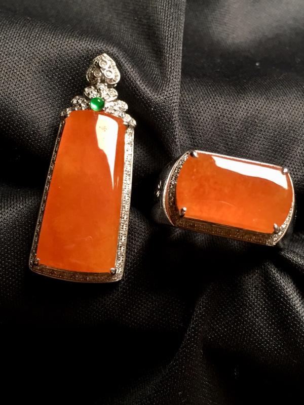 【翡翠A货,黄翡套装 无事牌吊坠🈴️马鞍戒指,18k金伴钻镶嵌,完美,种水超好,性价比高。】图4