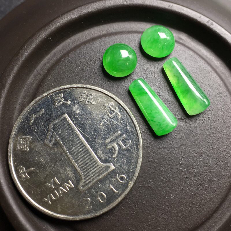 【❤️满绿裸石:种老水足,色泽漂亮,干净起光,圆润饱满,可镶嵌成一对耳钉或吊坠,自己DIY设计成就感满满,镶嵌效果翻翻。 尺寸:6.3--3.9  13.2--9.9--5.2   6.7--3.7   12.0--8.6--4.1】图9