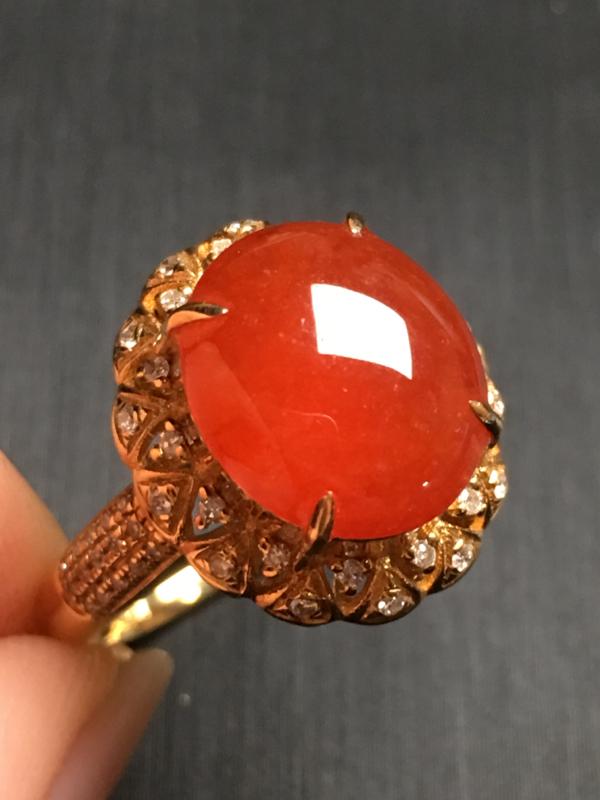 【翡翠A货,红翡蛋面戒指,18k金伴钻镶嵌,完美,种水超好,性价比高。整体尺寸:14.7*13.2*9.8】图2