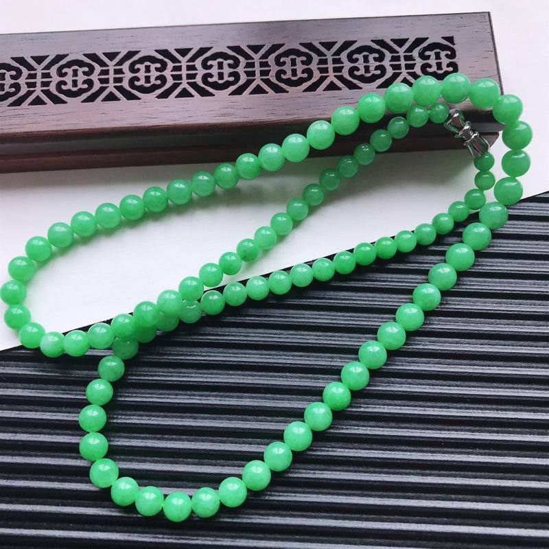 【天然翡翠A货细糯种满绿精美圆珠项链,尺寸6.3mm,玉质细腻,种水好 胶感十足,底色漂亮,上身效果漂亮】图4